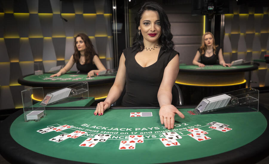 Professional Poker Players Are Betting With Their Assets To Contact The Table